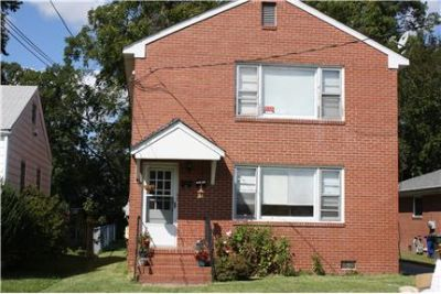 2BR x 1 BA Duplex!  Great Neighborhood!