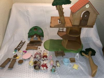 Calico Critters Treehouse and Figures