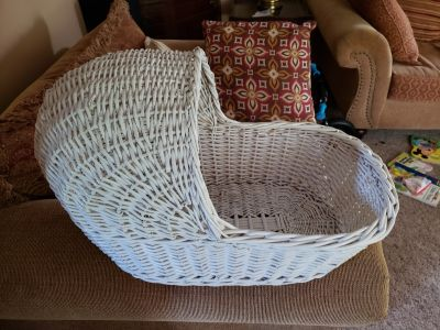 Wicker Baby Bassinet * Centerpiece for Babyshower or Doll Bed