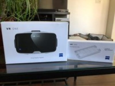 Zeiss VR One headset w/iPhone 6 tray