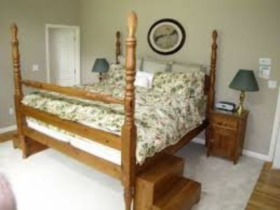 Queen Pine Four Poster Bed Frame w/Pineapple Finials
