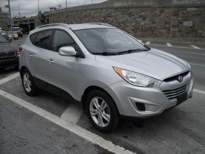 2010 Hyundai Tucson Limited (silver)