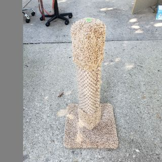Like new cat scratching post