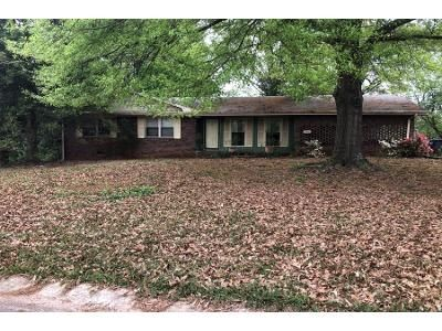 3 Bed 2 Bath Preforeclosure Property in Marietta, GA 30064 - Murray Cir SW