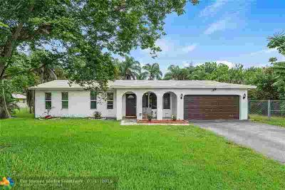4781 SW 72nd Ave DAVIE Three BR, Updated 3/2 on almost 1/2 acre