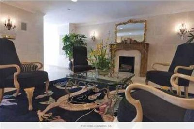 4 bedrooms Apartment - Large & Bright. Gated parking!