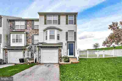 149 Zachary Dr HANOVER, super nice end unit townhouse.