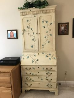 Painted secretary in excellent condition
