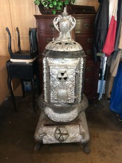 ANTIQUE WOOD/COAL BURNING STOVE