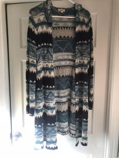 NWOT WOMENS Blue Aztec print open front hooded sweater. Length is About 40 inches. Size Medium.