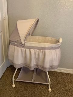 Baby bassinet color beige