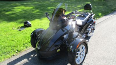 2015 Can Am  MOTORCYCLE (Black)