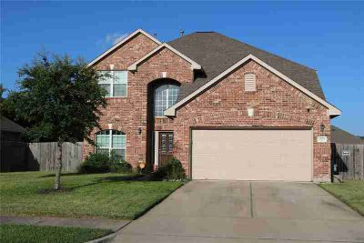 1525 Meadow Wood Drive PEARLAND, This gorgeous home is