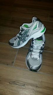 Women's Asic gel Kanabarra running shoe. Size 7.5. Excellent condition! See additional photos.