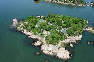 $2,975,000 Island Property