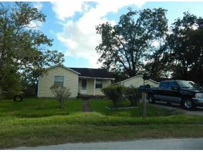 3 Bed 1.5 Bath Foreclosure Property in Texas City, TX 77591 - Woodrow St