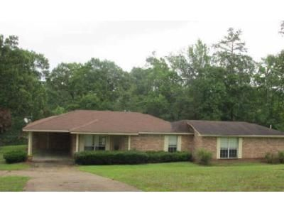 2 Bed 2 Bath Foreclosure Property in Mendenhall, MS 39114 - Athens Rd
