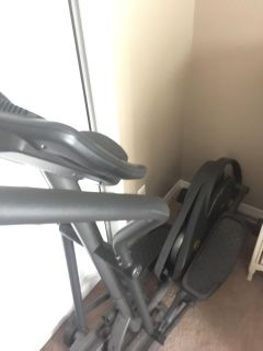 Broken elliptical. It might be an easy fix but I m not handy. Pick up only. Golds gym brand