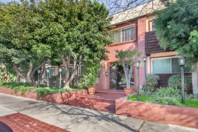 For Sale: 5414 Newcastle Ave 3 in Encino for $232,500