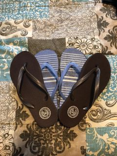 2 pairs of flip flops Size 5-6