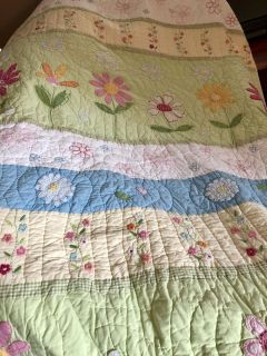 Pottery barn full/queen quilt and bedding set