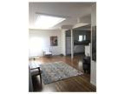 Room for rent in Three BR Two BA house