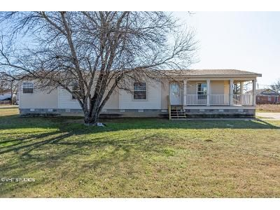3 Bed 2 Bath Foreclosure Property in Mineral Wells, TX 76067 - SW 14th St