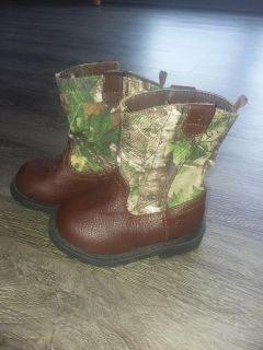 Size 3 infant real tree boots NWOT