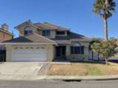 Appliances Included!! Corner Lot with Easy Freeway Acess!!