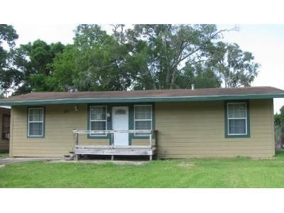 3 Bed 2 Bath Foreclosure Property in Lake Jackson, TX 77566 - Acacia St