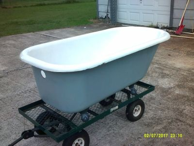 cast iron bath tub w/ claw feet