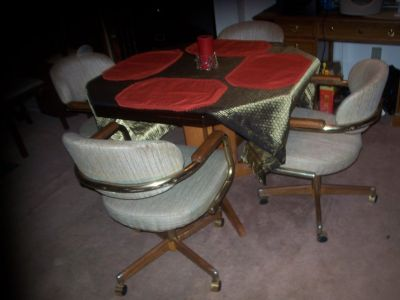 DINING/KITCHEN TABLE SET