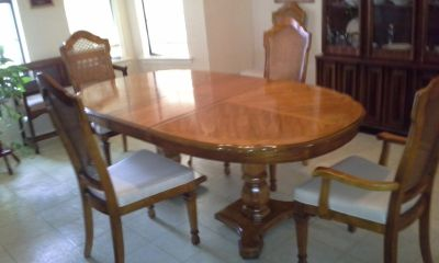 dining roomsuit/6 chairs, hutch, bench