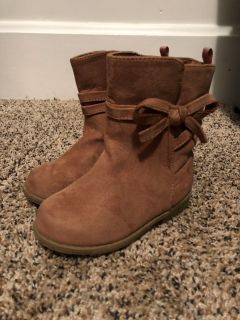 Toddler size 7 tan boots