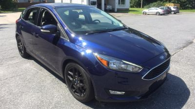 2016 Ford Focus SE (blue)