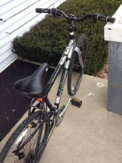 $350 2010 Gary Fisher tiburon aluminum bike like new may trade (lexington)