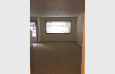 $1,150, Well maintained townhome with large bedrooms & pet friendly!