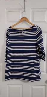 Cute Old Navy Maternity Top Size XL. Excellent Condition