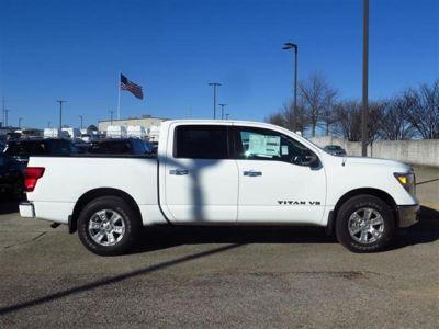 2018 Nissan Titan 4x2 Crew Cab SV (White)