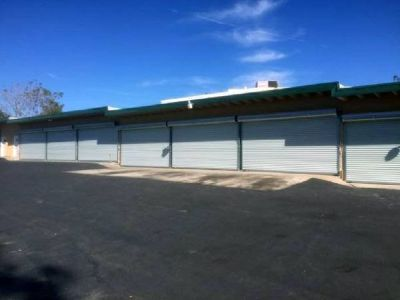 on Yucaipa Blvd - GARAGE BAYS for lease