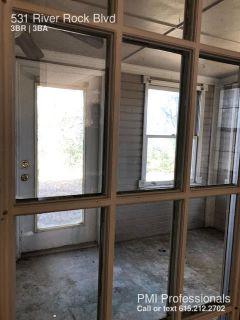 3 BEDROOM, 2.5 BATHROOM TOWNHOME