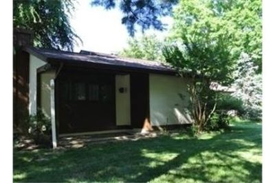 2 bedrooms House - Spacious Rancher with enclosed patio. Washer/Dryer Hookups!