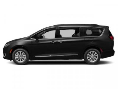 2019 Chrysler Town & Country Touring (Brilliant Black Crystal Pearlcoat)