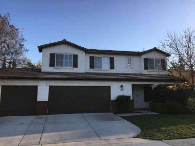 6054 E Hampton Way Fresno, Do not wait to view this beauty!