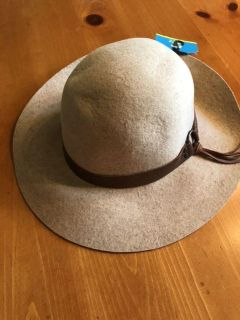 NWT 100% wool woman s hat. Rep sample. One size. Ppu