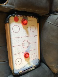 Table top air hockey game very good condition