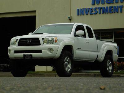 2006 Toyota Tacoma V6 (Super White)