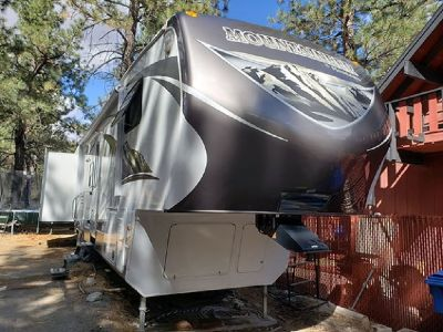 By Owner! 2004 40 ft. Keystone Montana Mountaineer w/4 slides