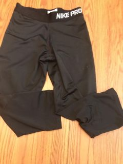 Size L Nike Pro in excellent condition black. Like new