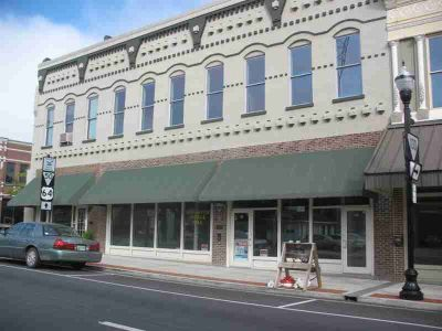 144 1st Ave NW Winchester, Downtown . Large commercial